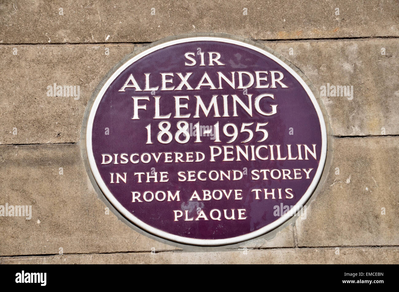 A plaque commemorating Sir Alexander Fleming discovering penicillin at St. Mary's Hospital Paddington in 1928. - Stock Image