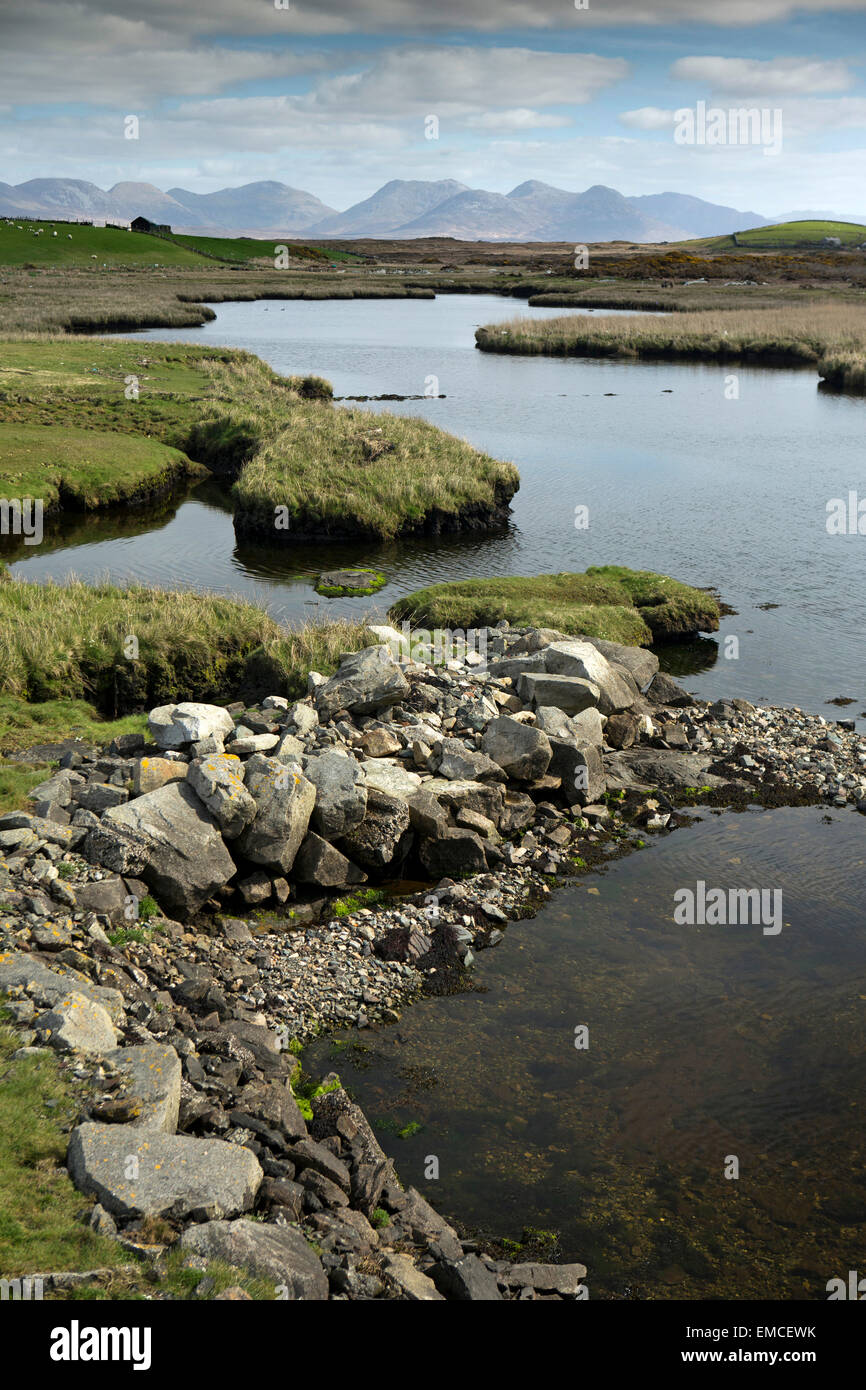 Ireland, Co Galway, Connemara, Ballyconneely, view along boggy inlet to the Twelve Bens - Stock Image