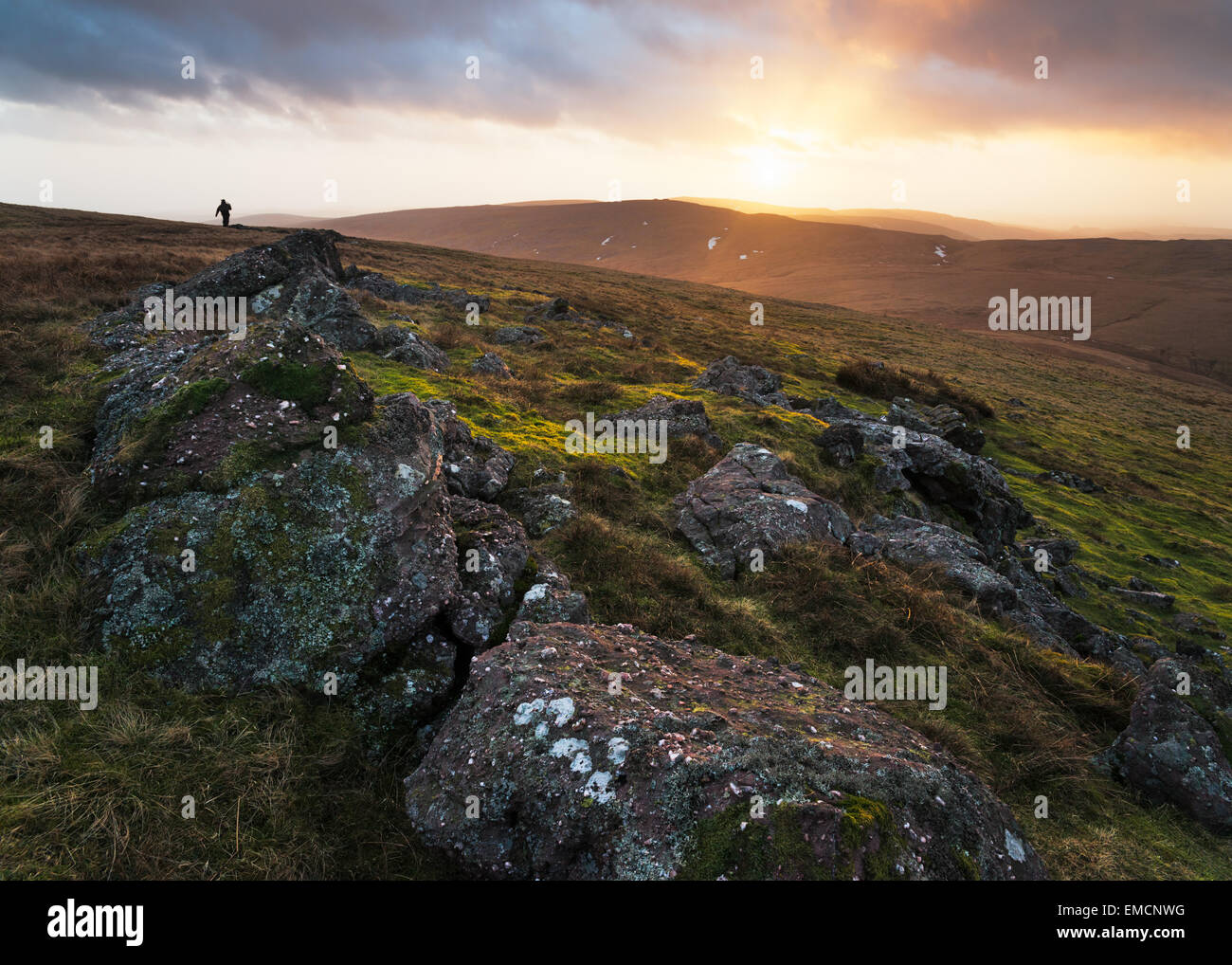 Dramatic light on the Black Mountains in the Brecon Beacons. - Stock Image