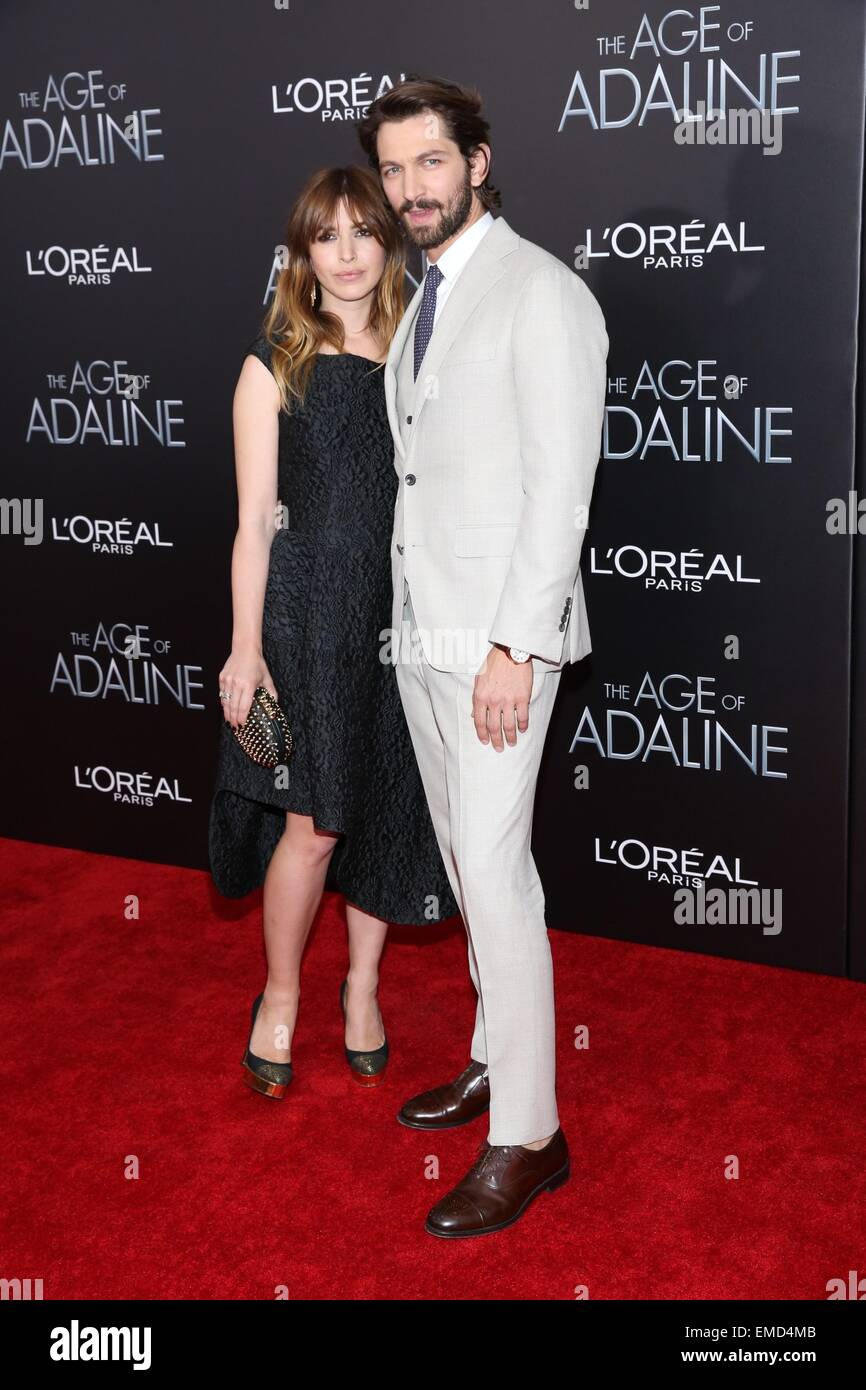 Michiel Huisman And Wife Tara Elders High Resolution Stock Photography And Images Alamy