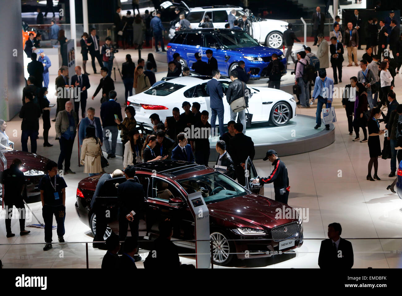 Shanghai, China. 20th Apr, 2015. People visit the Auto Shanghai 2015 in east China's Shanghai, April 20, 2015. - Stock Image