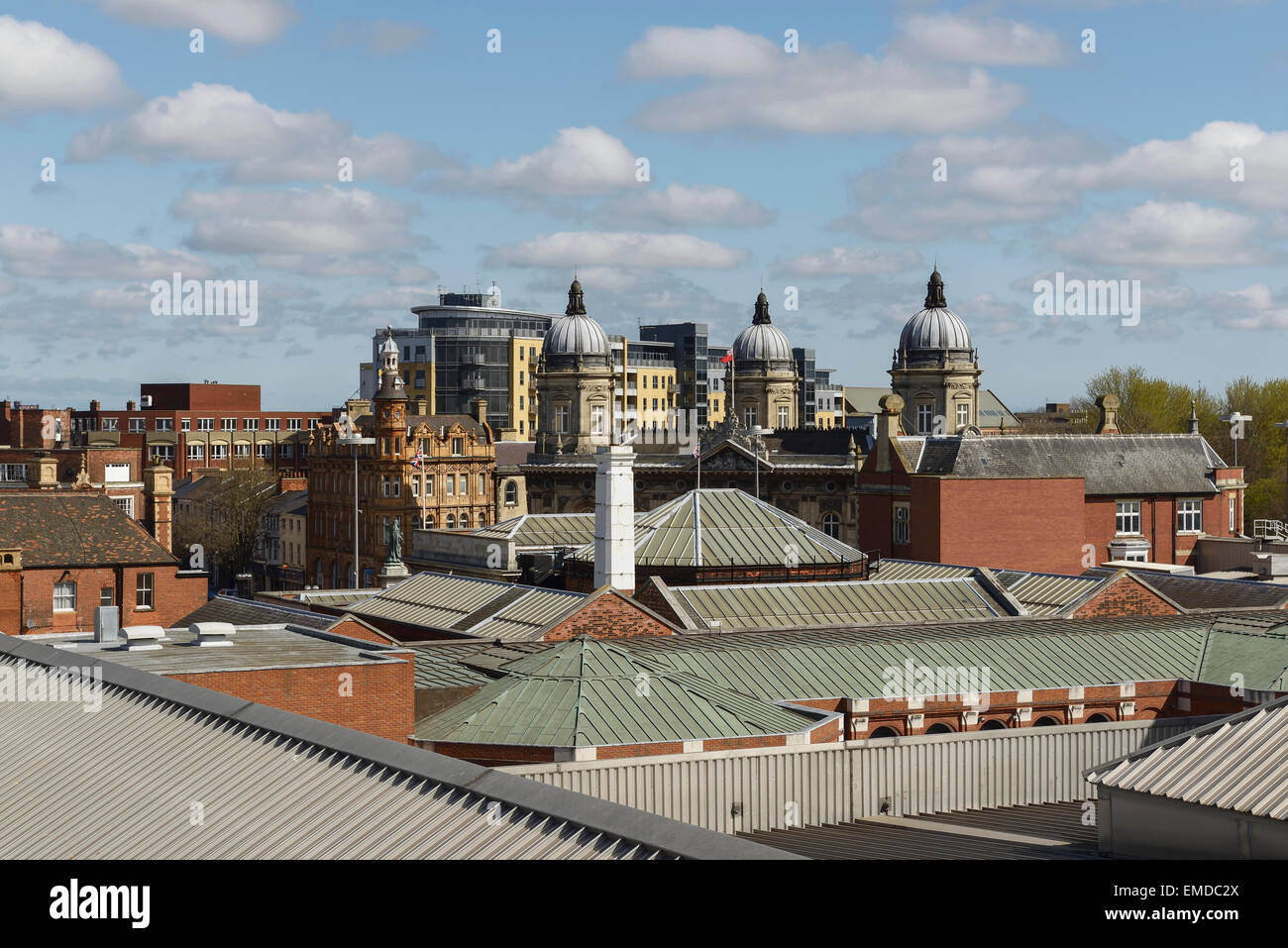 The view across rooftops in Hull city centre including the Ferens art gallery and Maritime Museum - Stock Image