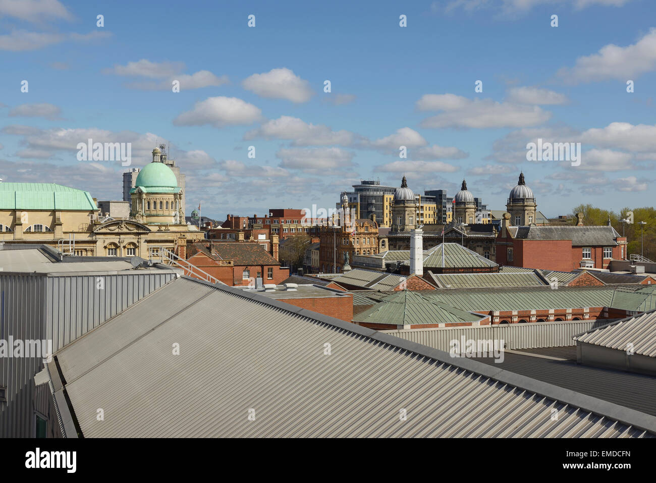 The view across rooftops in Hull city centre including Hull City Hall, The Ferens art gallery and Maritime Museum - Stock Image