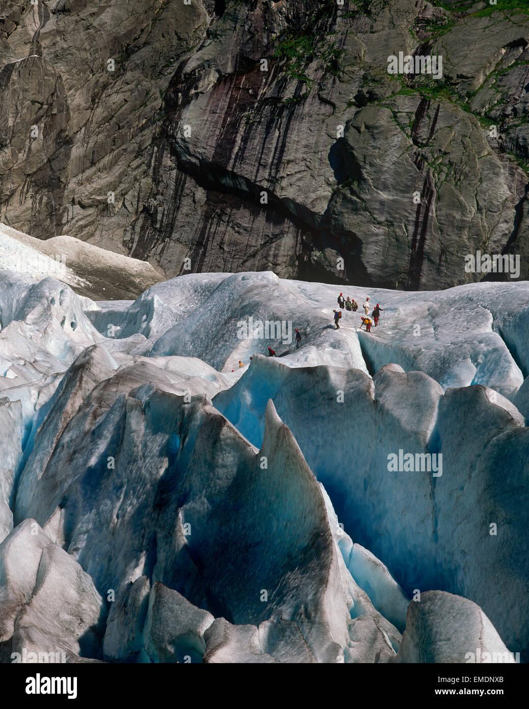 Hikers on the Briksdalsbreen glacier; an arm of the Jostedalsbreen glacier, Olden, Sogn og Fjordane, Norway - Stock Image