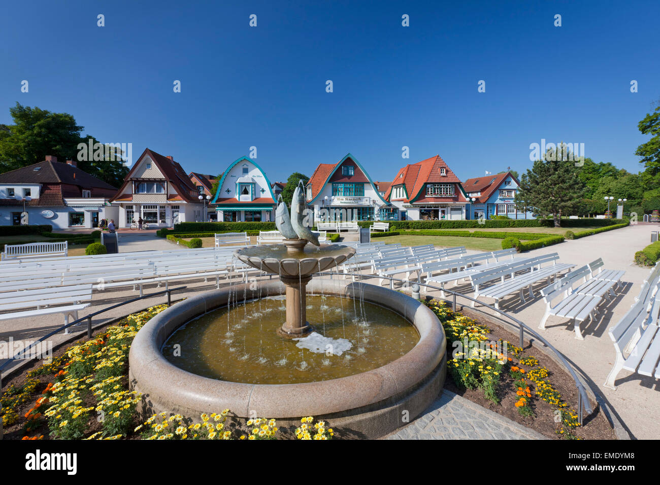 Fountain and benches in the spa garden at seaside resort Boltenhagen, Mecklenburg-Vorpommern, Germany - Stock Image