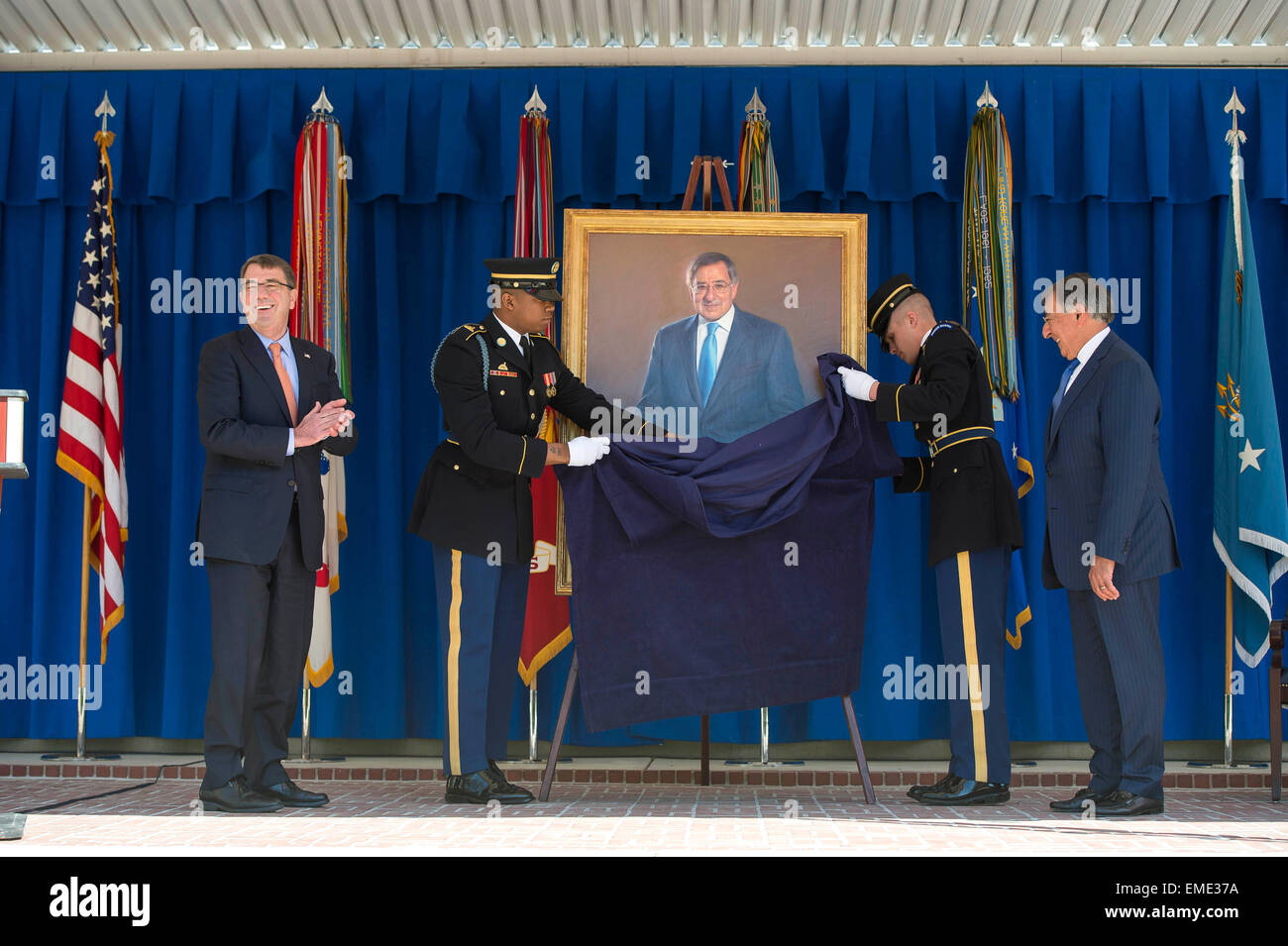 US Defense Secretary Ashton Carter and Former Secretary of Defense Leon Panetta watch as Panetta's official - Stock Image
