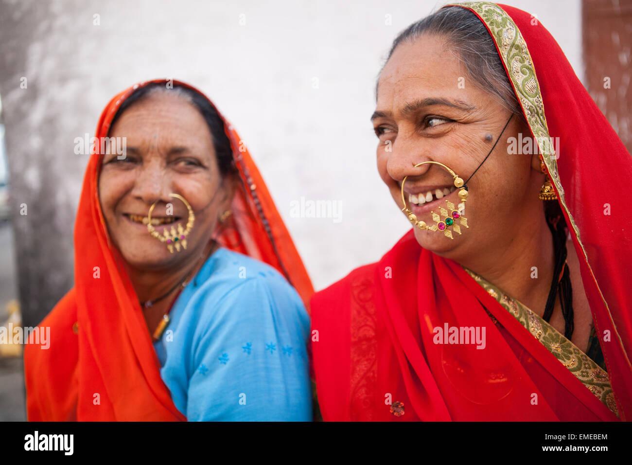 Rajasthani tribal women with nose rings in Kekri, Rajasthan - Stock Image