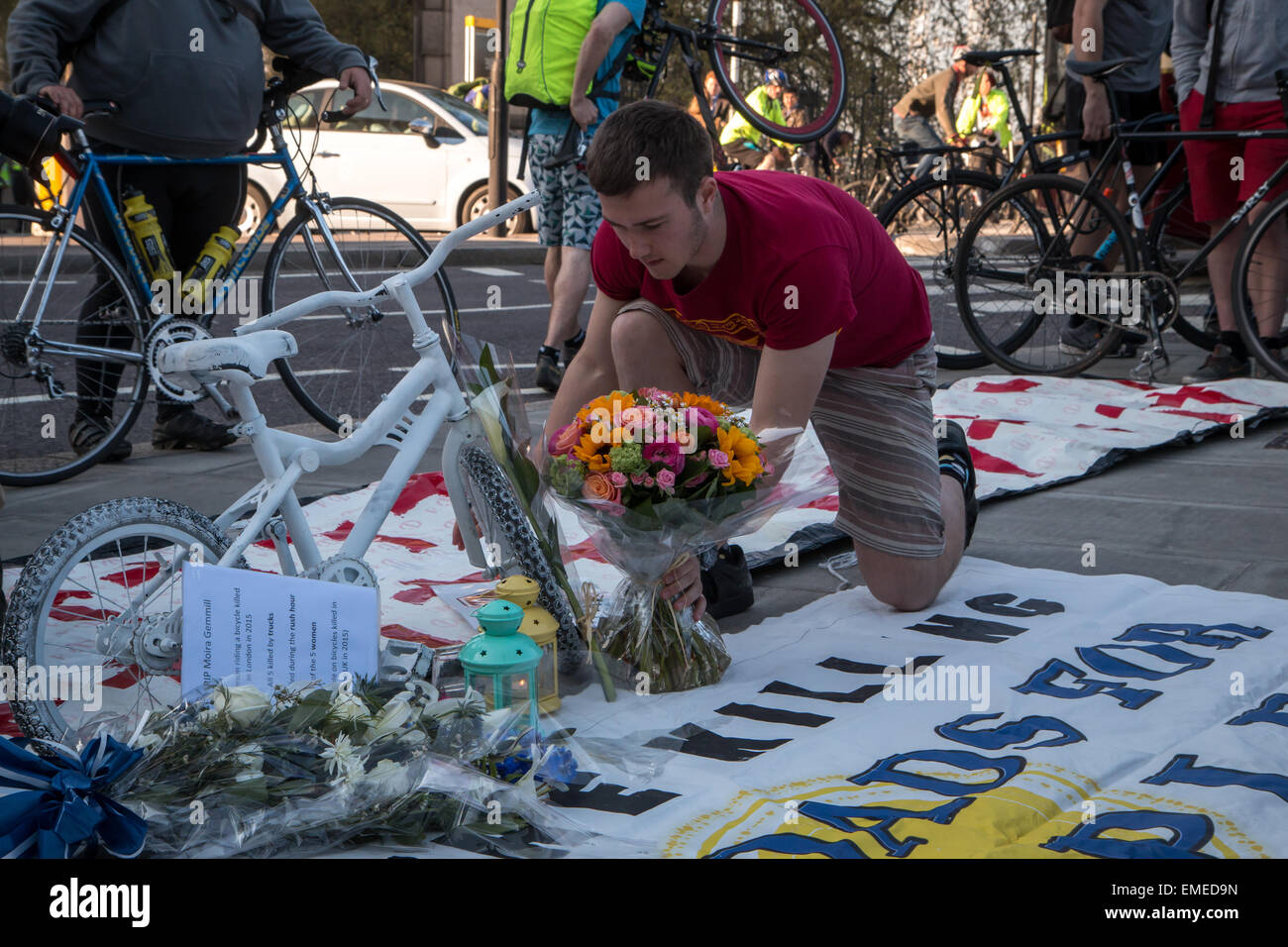 London, UK. 20th Apr, 2015. London vigil and die in for dead cyclist Moira Gemmill Credit:  Zefrog/Alamy Live News Stock Photo