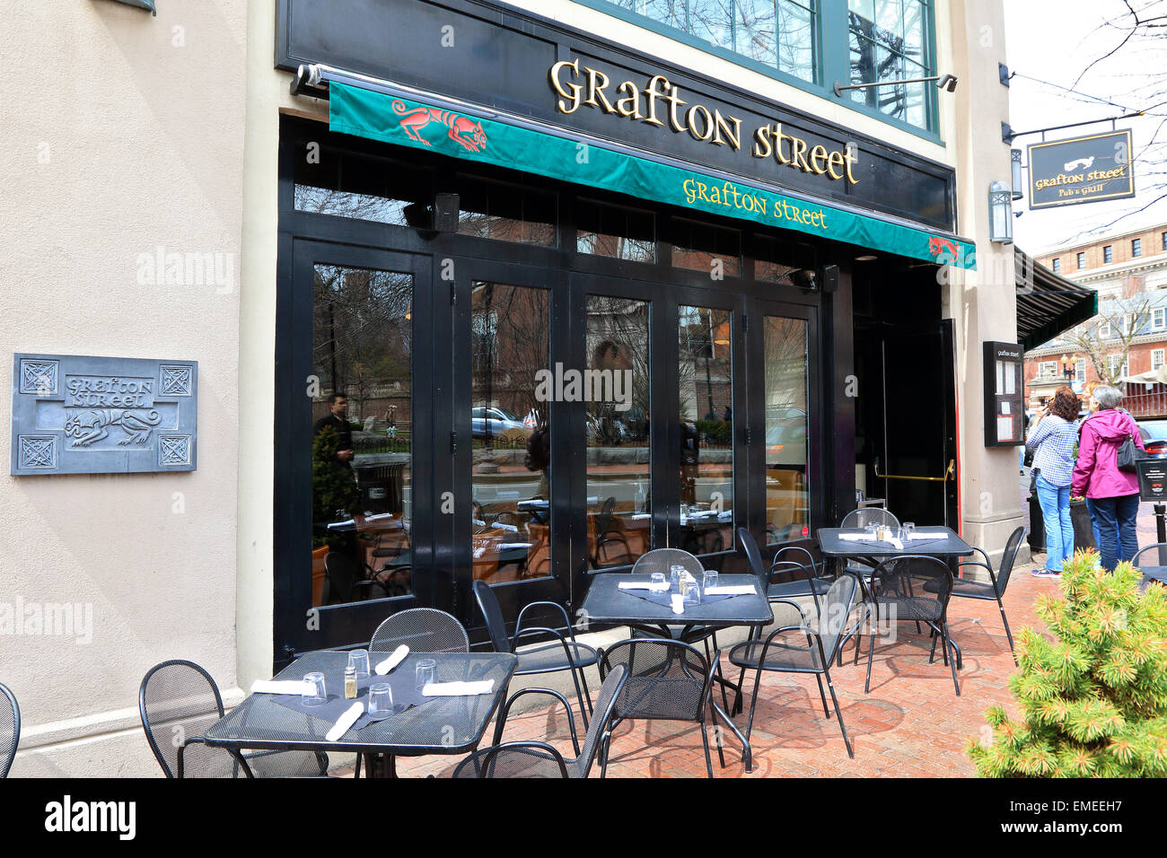 Cambridge city Grafton Street restaurant for tourists and Harvard university students. - Stock Image
