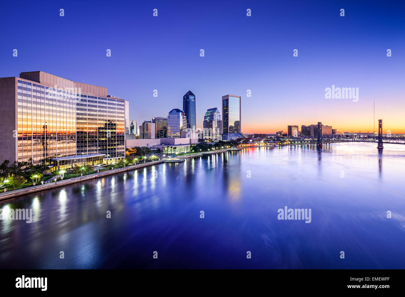 Jacksonville, Florida, USA downtown skyline on St. Johns River. - Stock Image