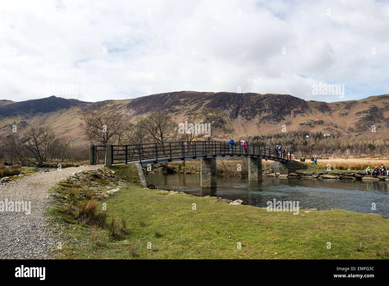 Walkers on a Busy Easter Weekend Enjoying the View From the Footbridge Over the River Derwent  Borrowdale, Lake - Stock Image