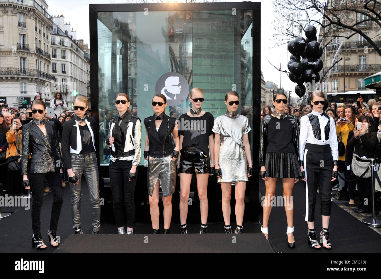 3480b45e5037 PARIS NET A PORTER MODELS PRESENT THE FIRST ONLINE COLLECTION OF KARL  LAGERFELD SPRING SUMMER 2012 IN COLLABORATION WITH THE ONLINE RETAILER NET  A PORTER