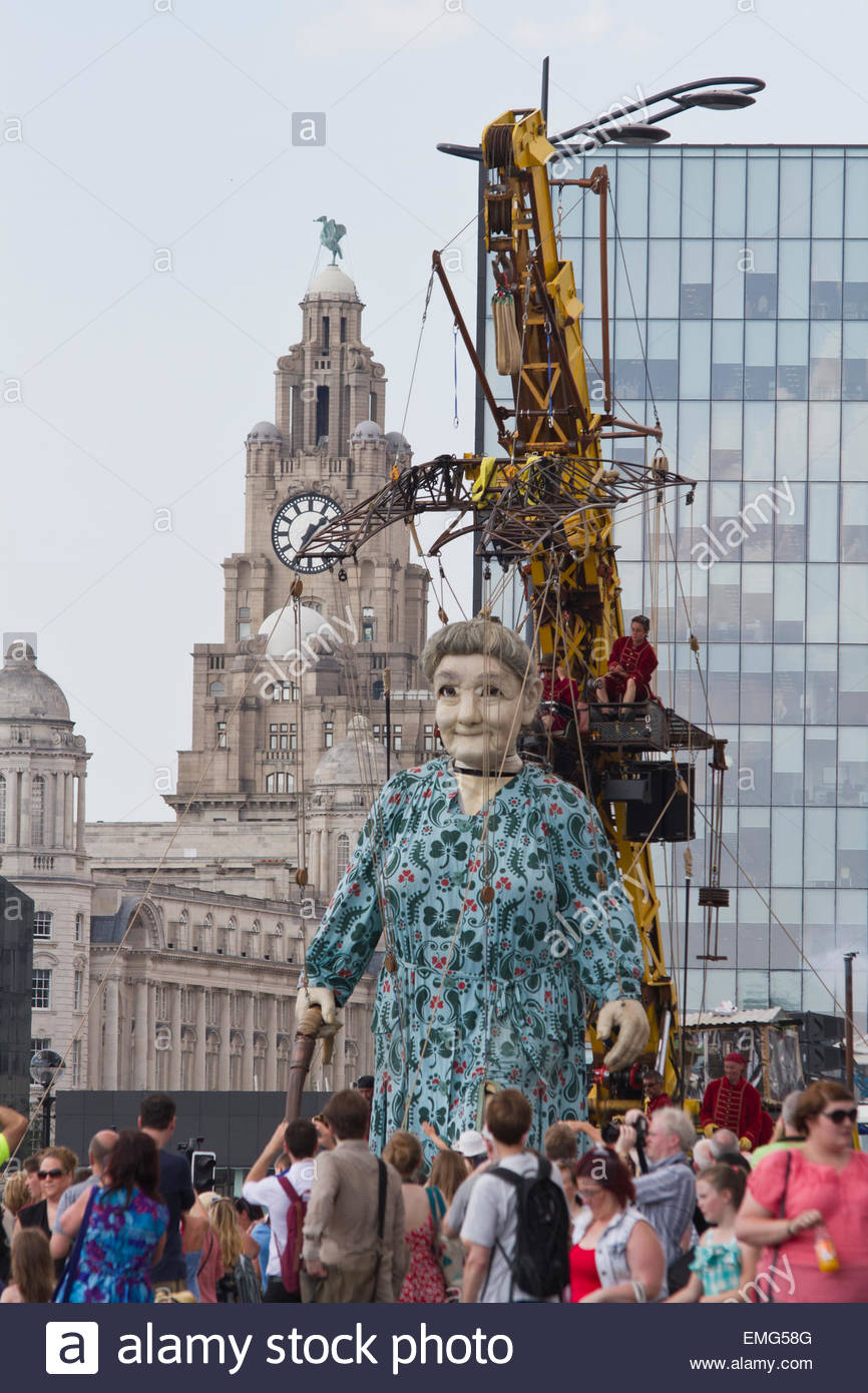 Grandma Giant walking through Liverpool during the Royal De Luxe street performance for WW1 - Stock Image