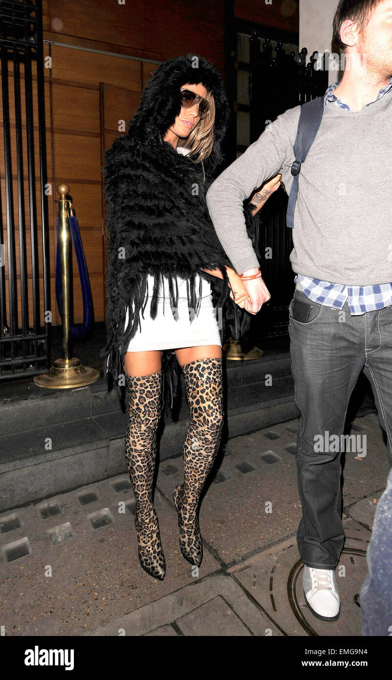 fdf495a4353a9 10.FEBRUARY.2011. LONDON KATIE PRICE LEAVING THE LUCKY VOICE KARAOKE BAR IN