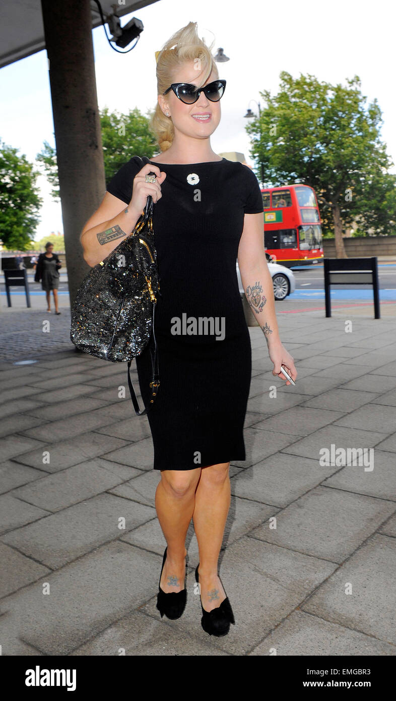 06.JULY.2011. LONDON  KELLY OSBOURNE ARRIVES AT THE MILLBANK TOWER IN CENTRAL LONDON FOR THE LAUNCH OF THE HUFFINGTON Stock Photo