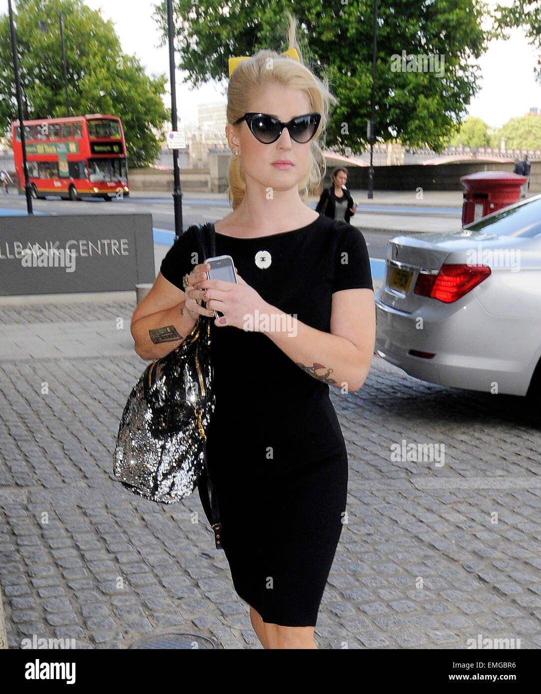 06.JULY.2011. LONDON  KELLY OSBOURNE ARRIVES AT THE MILLBANK TOWER IN CENTRAL LONDON FOR THE LAUNCH OF THE HUFFINGTON - Stock Image