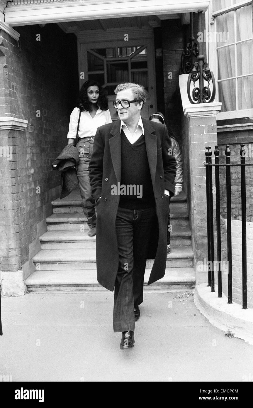 Actor Michael Caine with his wife Shakira makes a 20 minute visit to Elizabeth Taylor at her Chelsea home. 2nd May - Stock Image