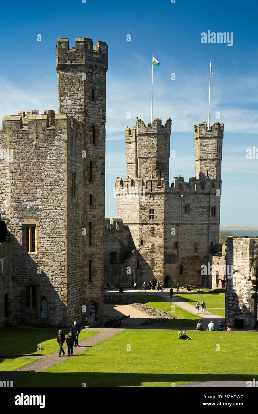 UK, Wales, Gwynedd, Caernarfon, Caernarfon Castle, visitors in Upper Ward - Stock Image