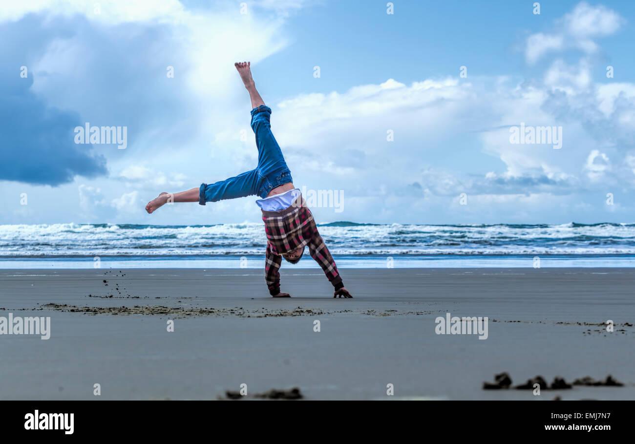 Cartwheel on the beach on the beach in Newport, Oregon. - Stock Image