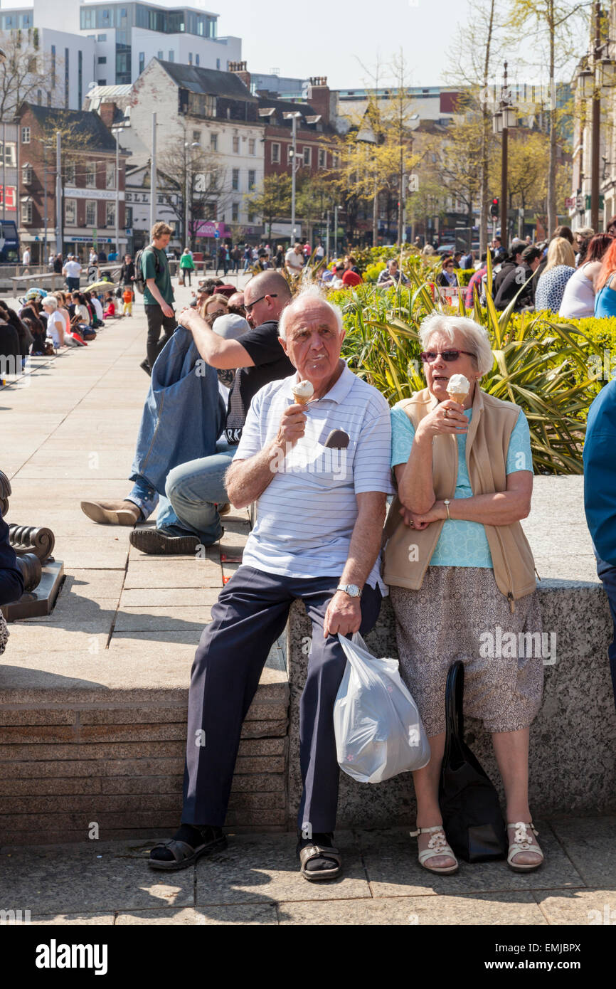 Nottingham, UK, 21st April 2015. An older couple eating ice cream in the warm sunny weather along with hundreds - Stock Image
