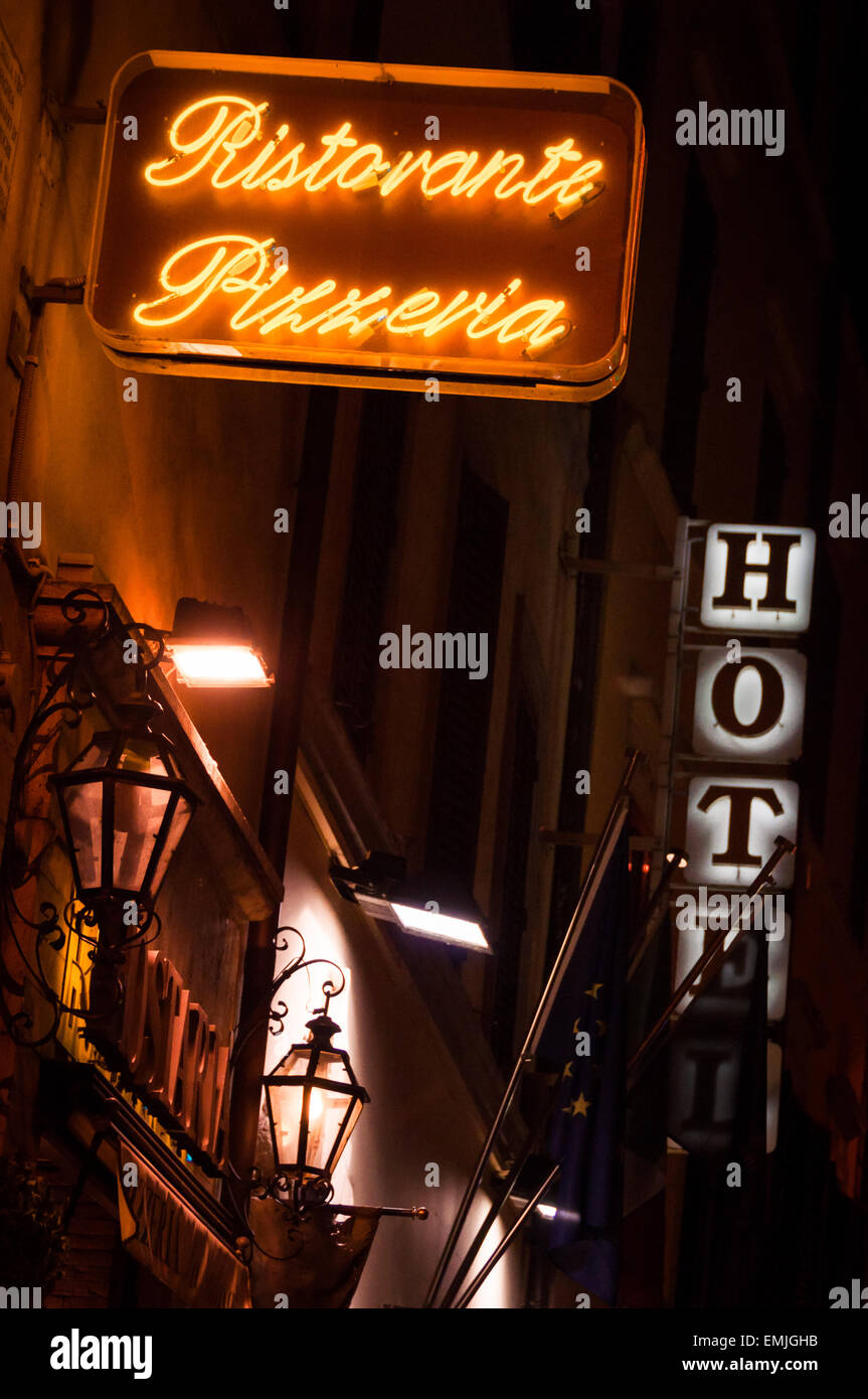Pizzeria restaurant neon light with hot in the background, Rome, Italy - Stock Image