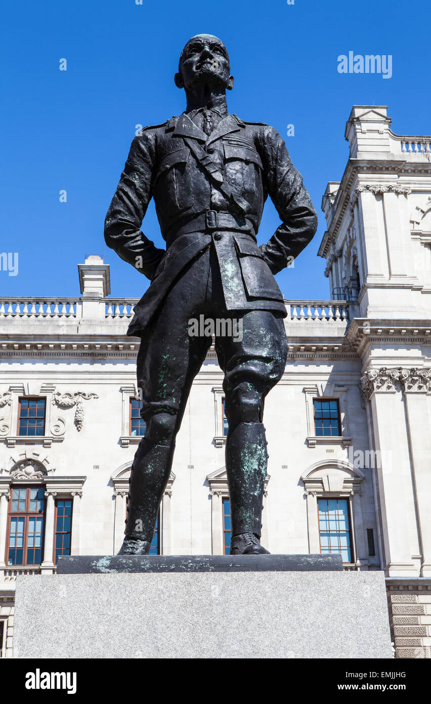 A statue of former President of South Africa and Military Leader Jan Smuts, situated on Parliament Square in London. - Stock Image