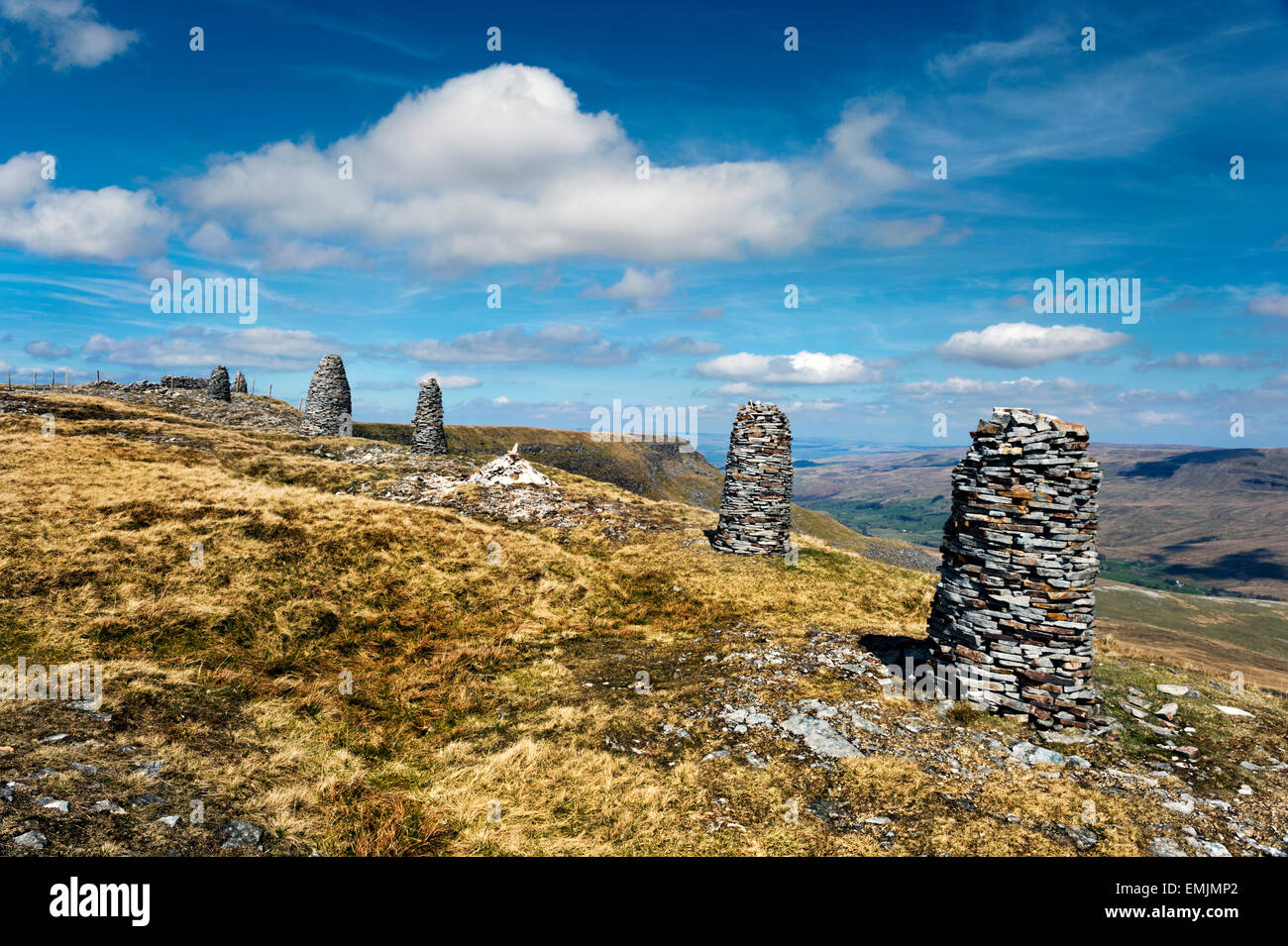 Wild Boar Fell, near Kirkby Stephen, Eden Valley, Cumbria, UK, with stone cairns. A popular destination for walkers. - Stock Image