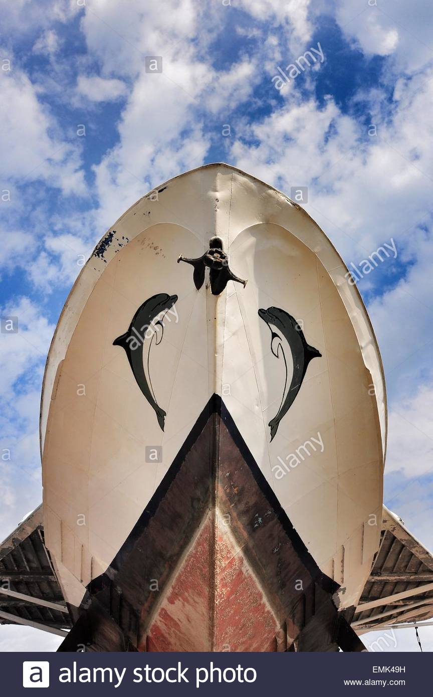 Bow of old boat with depictions of dolphins - Stock Image