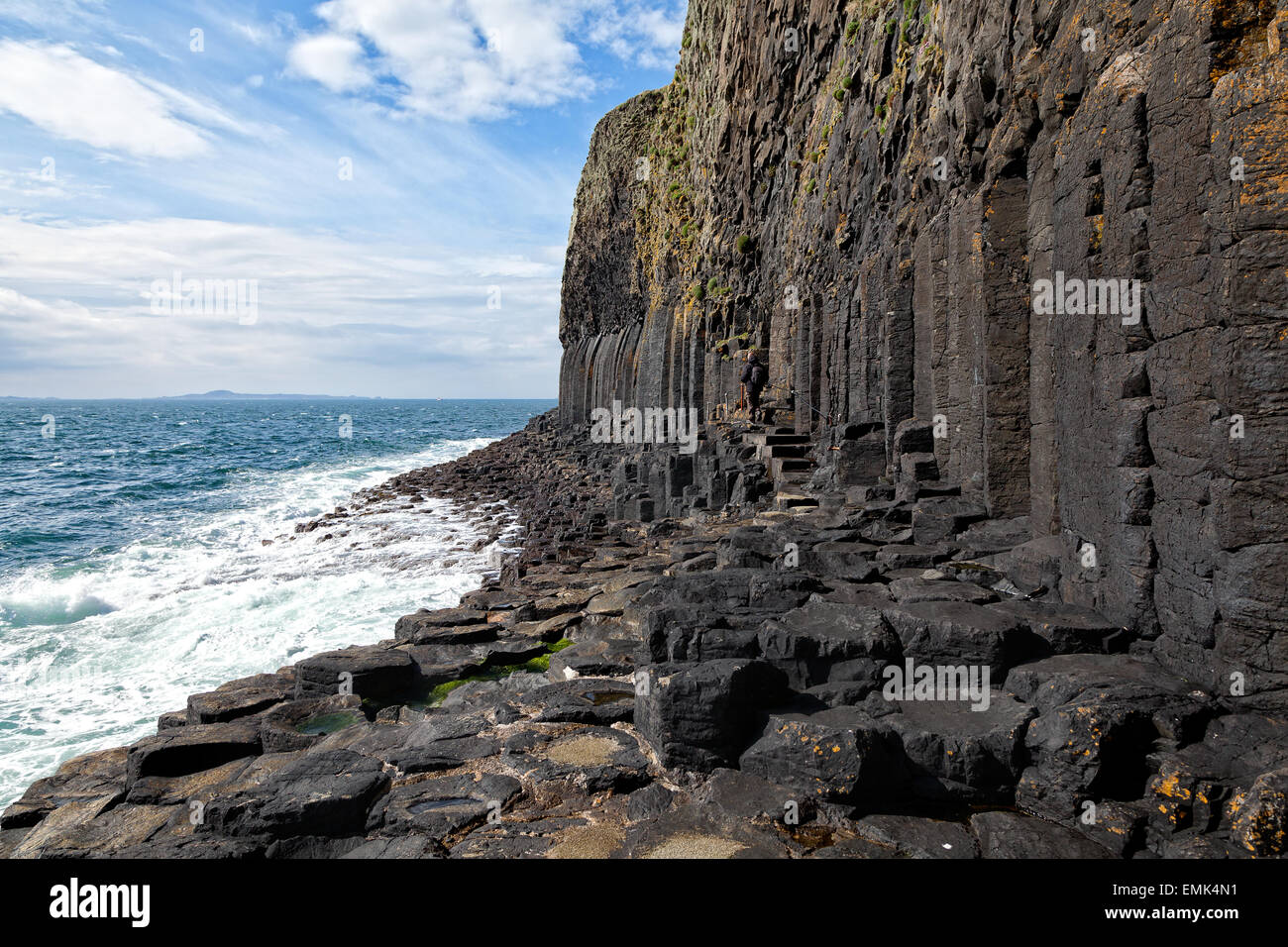 Volcanic coast of Staffa island, Inner Hebrides, Scotland - Stock Image