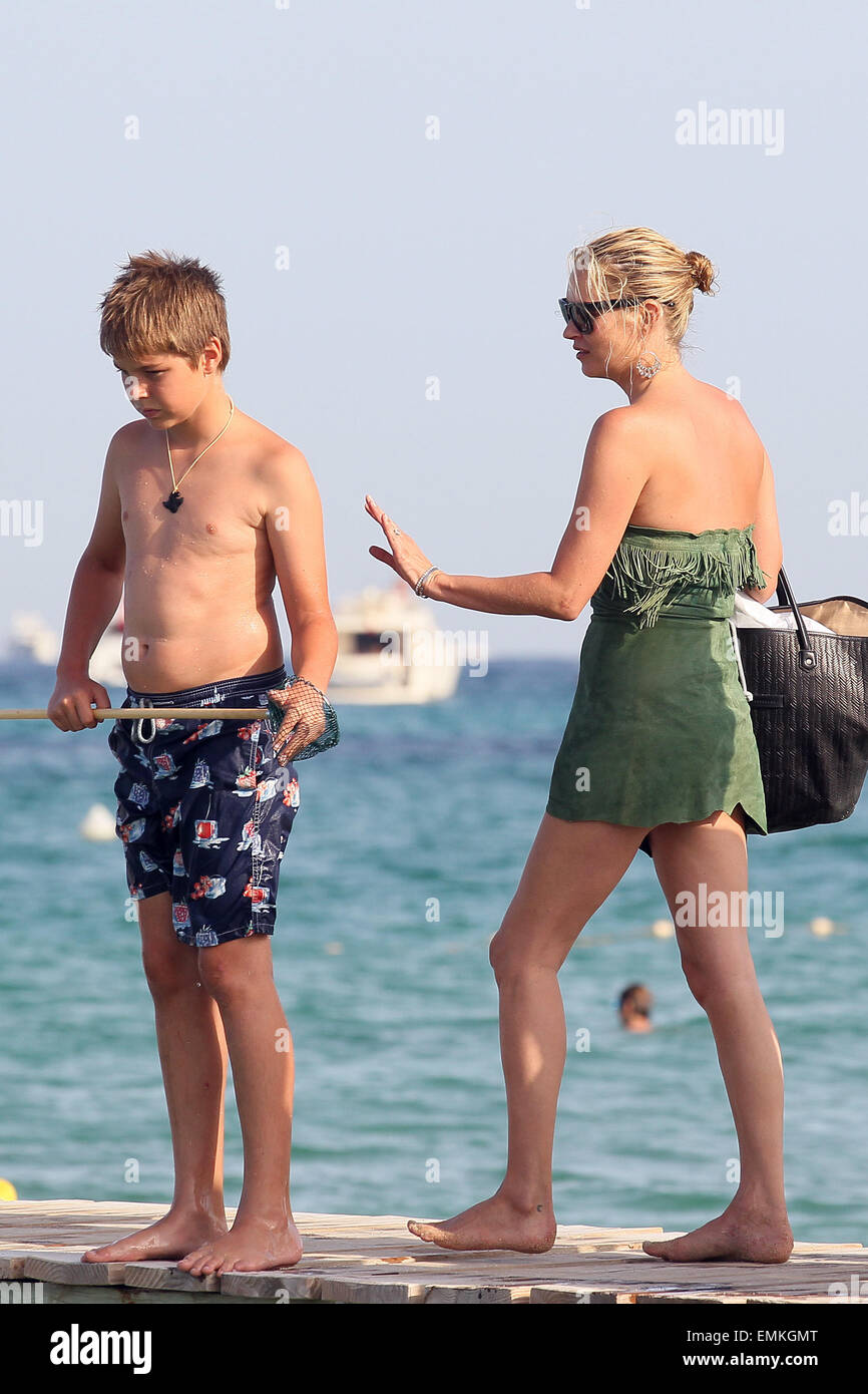 Kate Moss bares all on holiday