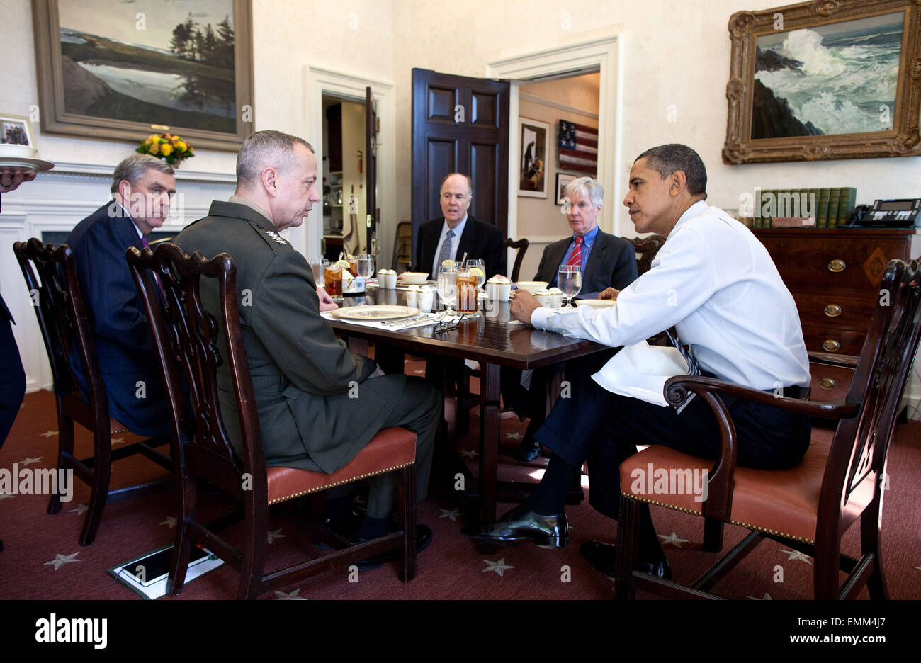 12.MARCH.2012. WASHINGTON D.C  PRESIDENT BARACK OBAMA HAS LUNCH WITH, FROM LEFT: DOUGLAS E. LUTE, SENIOR DIRECTOR - Stock Image