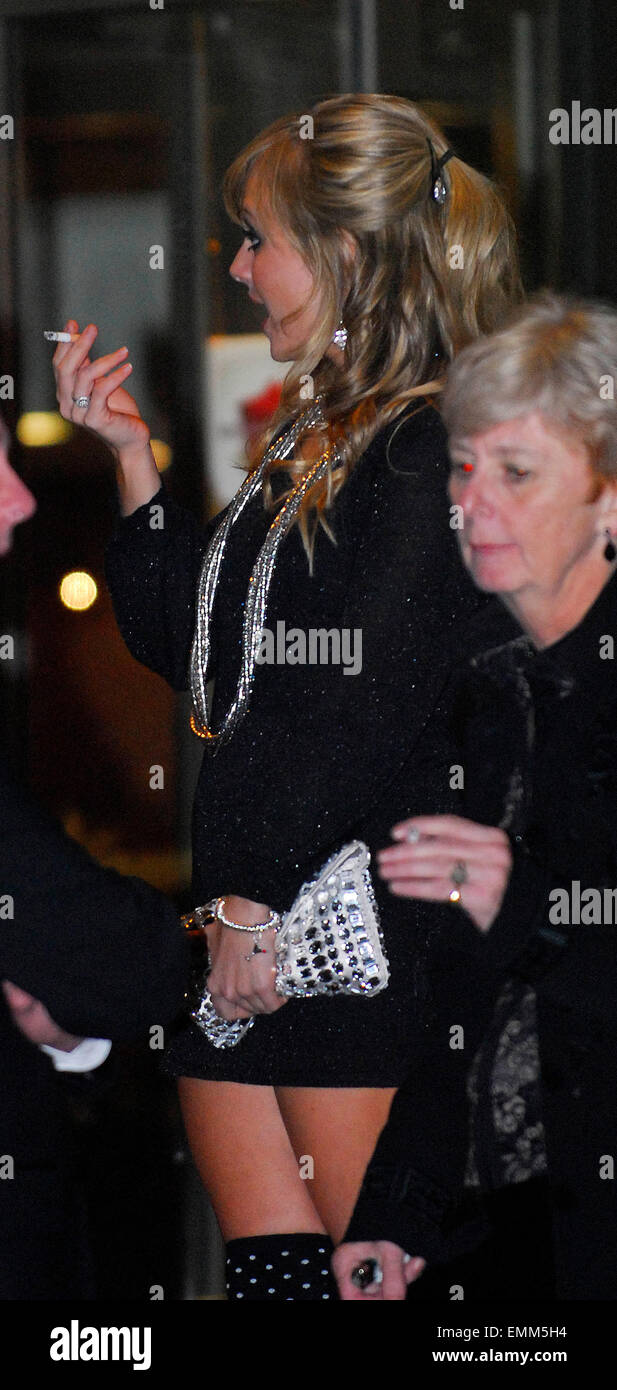 https://c8.alamy.com/comp/EMM5H4/31october2007-london-tina-obrien-and-ryan-thomas-arriving-back-at-EMM5H4.jpg