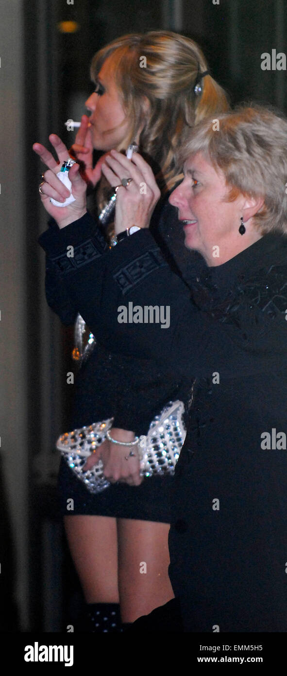 https://c8.alamy.com/comp/EMM5H5/31october2007-london-tina-obrien-and-ryan-thomas-arriving-back-at-EMM5H5.jpg
