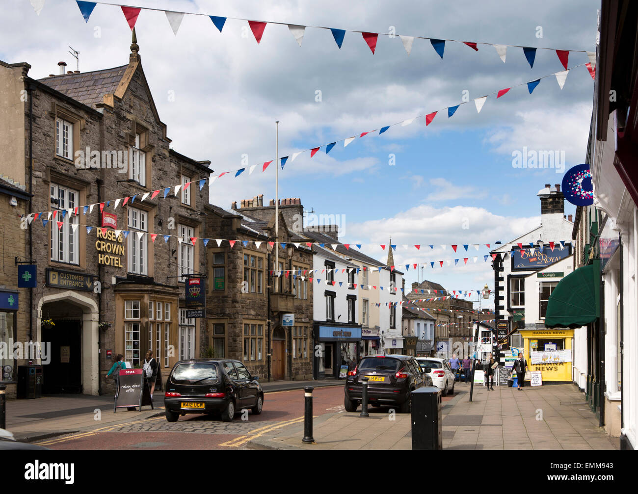 UK, England, Lancashire, Ribble Valley, Clitheroe, bunting flying over Castle Street - Stock Image