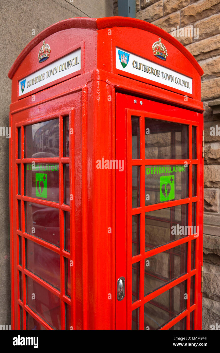 UK, England, Lancashire, Ribble Valley, Clitheroe, Castle Street, K6 phone box converted to hold defibrillator - Stock Image