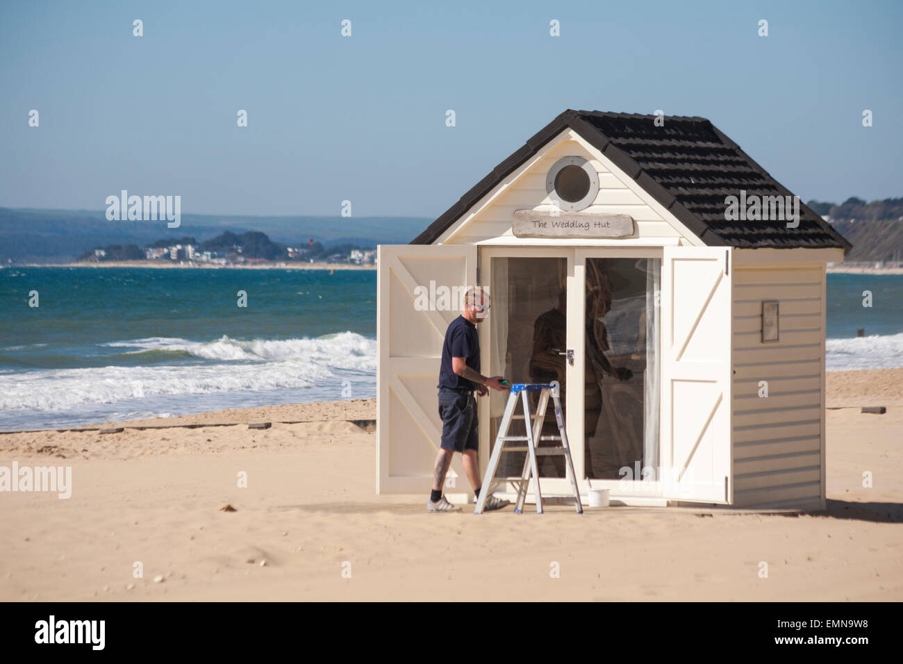 Bournemouth, Dorset, UK. 22nd April, 2015. UK Weather: sunny day at Bournemouth beaches, as visitors make the most - Stock Image