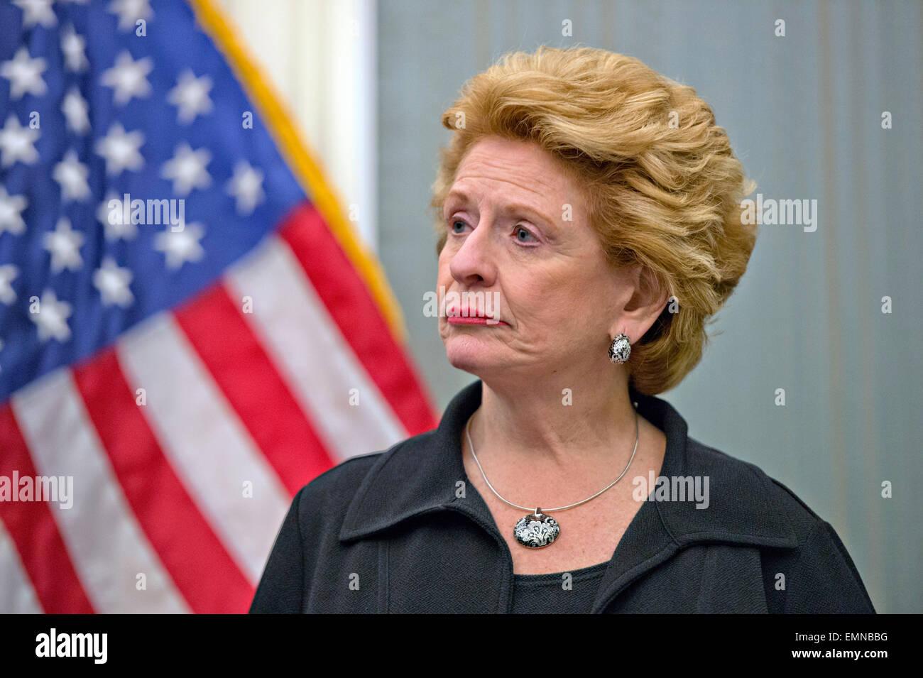 US Democratic Senator Debbie Stabenow joins other Senators for a press conference April 16, 2015 in Washington, - Stock Image