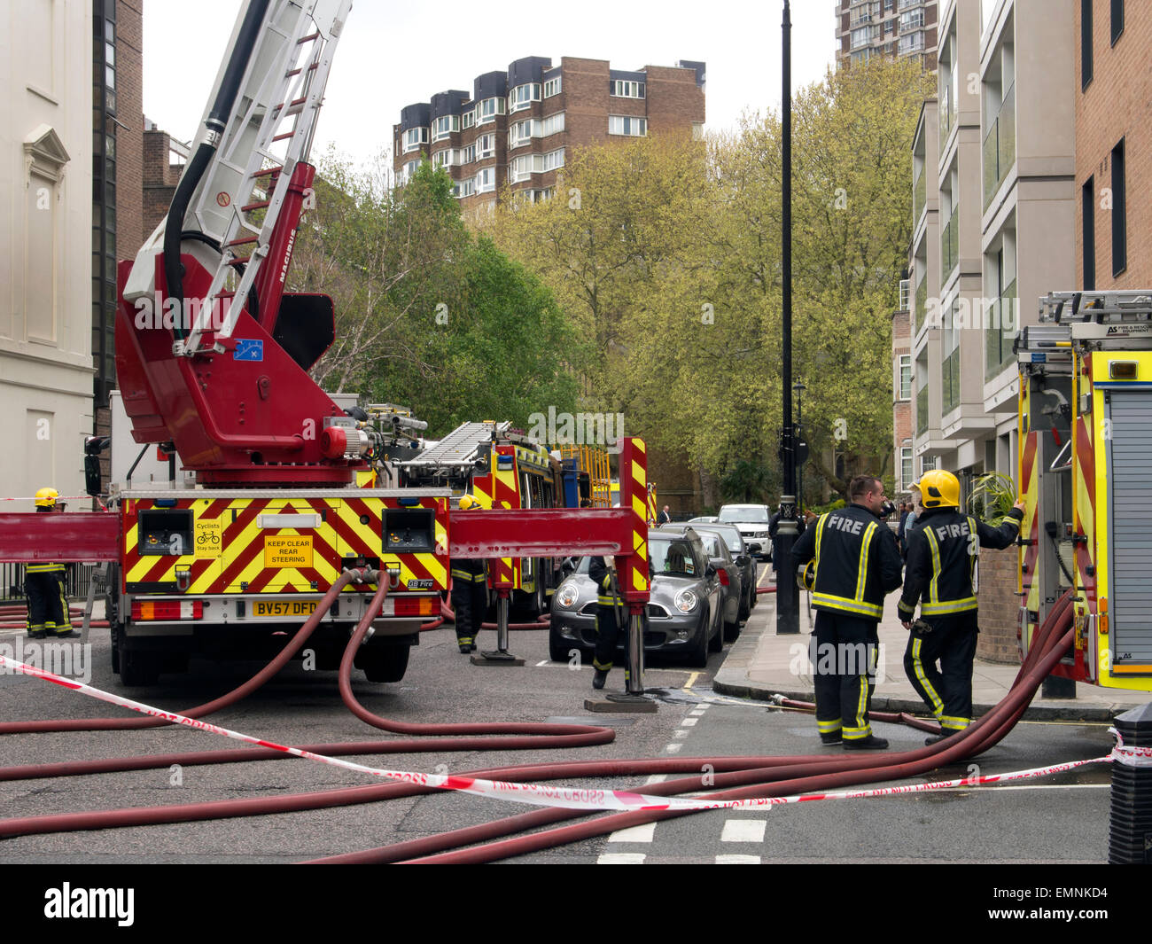 London, UK. 22nd April, 2015. London Fire Brigade fire appliances including a turntable ladder unit containing a - Stock Image