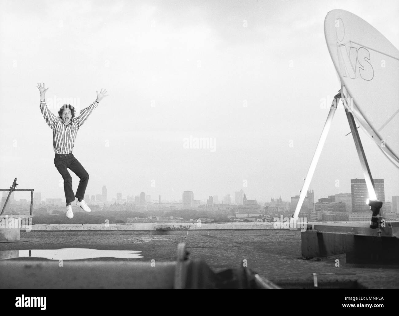 Rolling Stones: Mick Jagger on the roof of the Daily Mirror building in Holborn. 23rd August 1987 - Stock Image