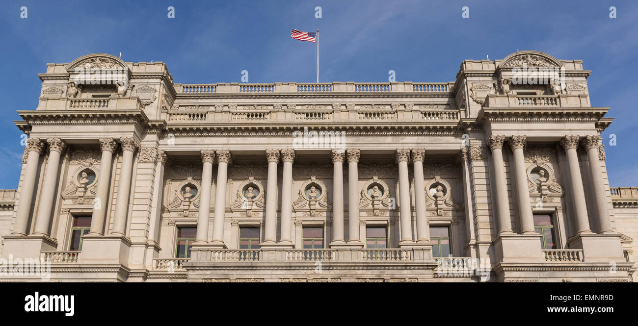 WASHINGTON, DC, USA - The United States Library of Congress, Thomas Jefferson Building. Portico busts of great men. - Stock Image