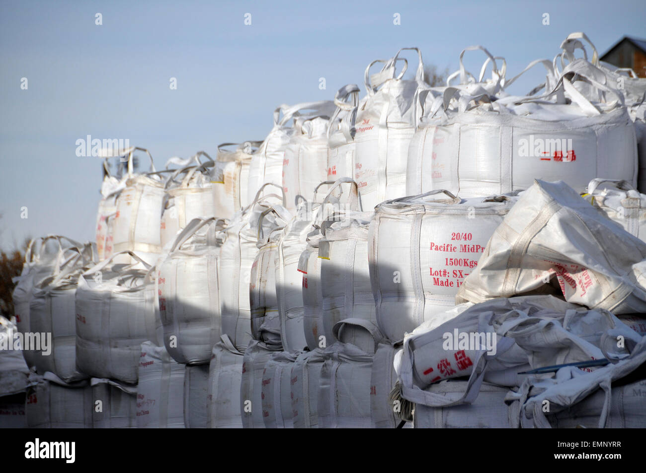Bags of ceramic proppant for use in hydrolic fracking, Williston, North Dakota. - Stock Image