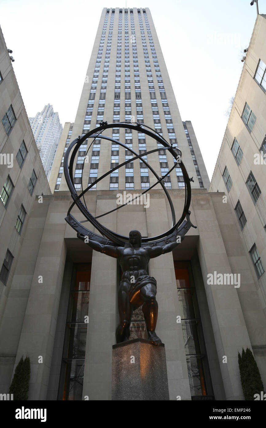 USA. New York City. Statue of Titan Atlas, by Lee Lawrie, 1937. Art Deco style. Rockefeller Center. 5th Avenue. - Stock Image