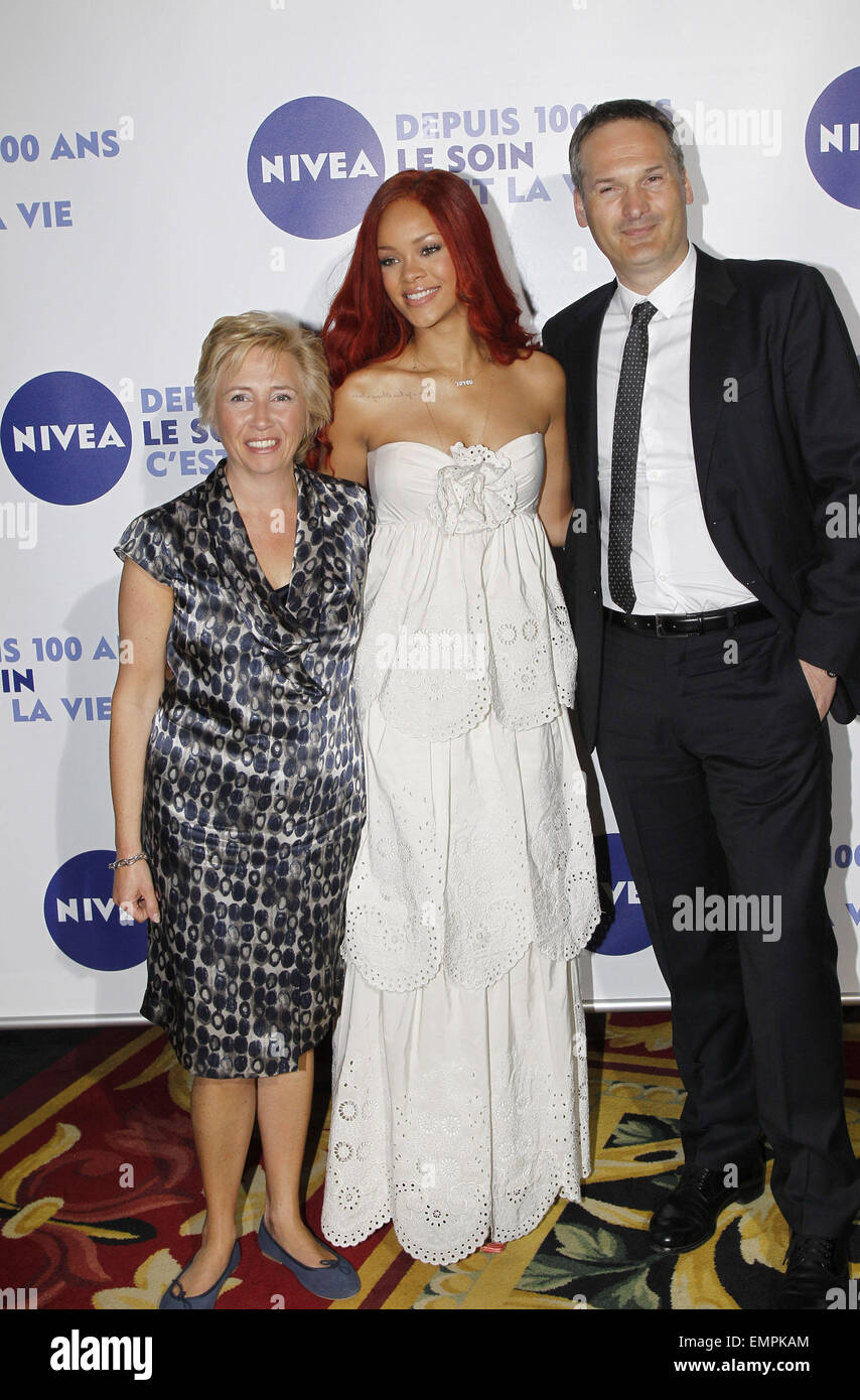 06.MAY.2011 PARIS  RIHANNA, HELENE WILLEMS AND MARKUS PINGER  AT THE GRAND HOTEL IN PARIS FOR THE 100TH BIRTHDAY - Stock Image