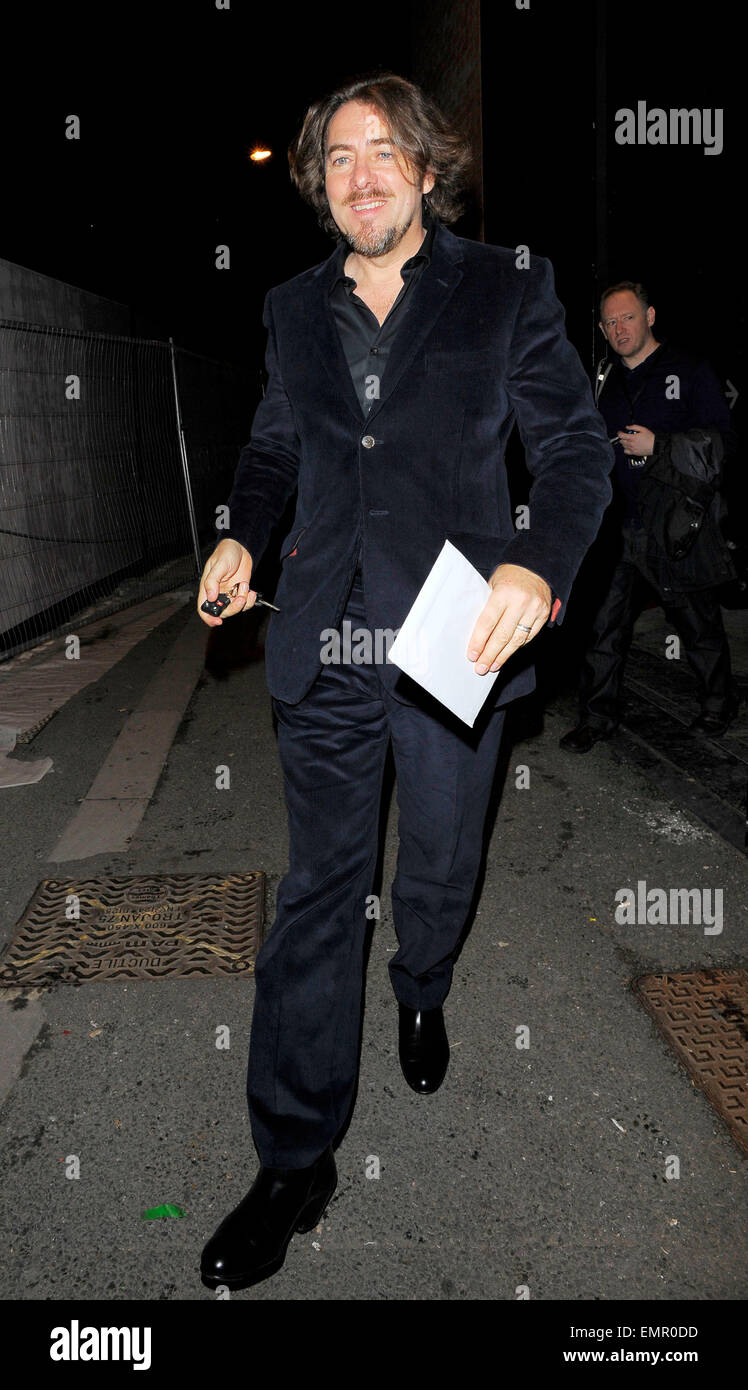30.SEPTEMBER.2010. LONDON  JONATHON ROSS LEAVING THE HACKNEY EMPIRE AFTER PERFORMING ON STAGE WITH RUSSELL BRAND - Stock Image