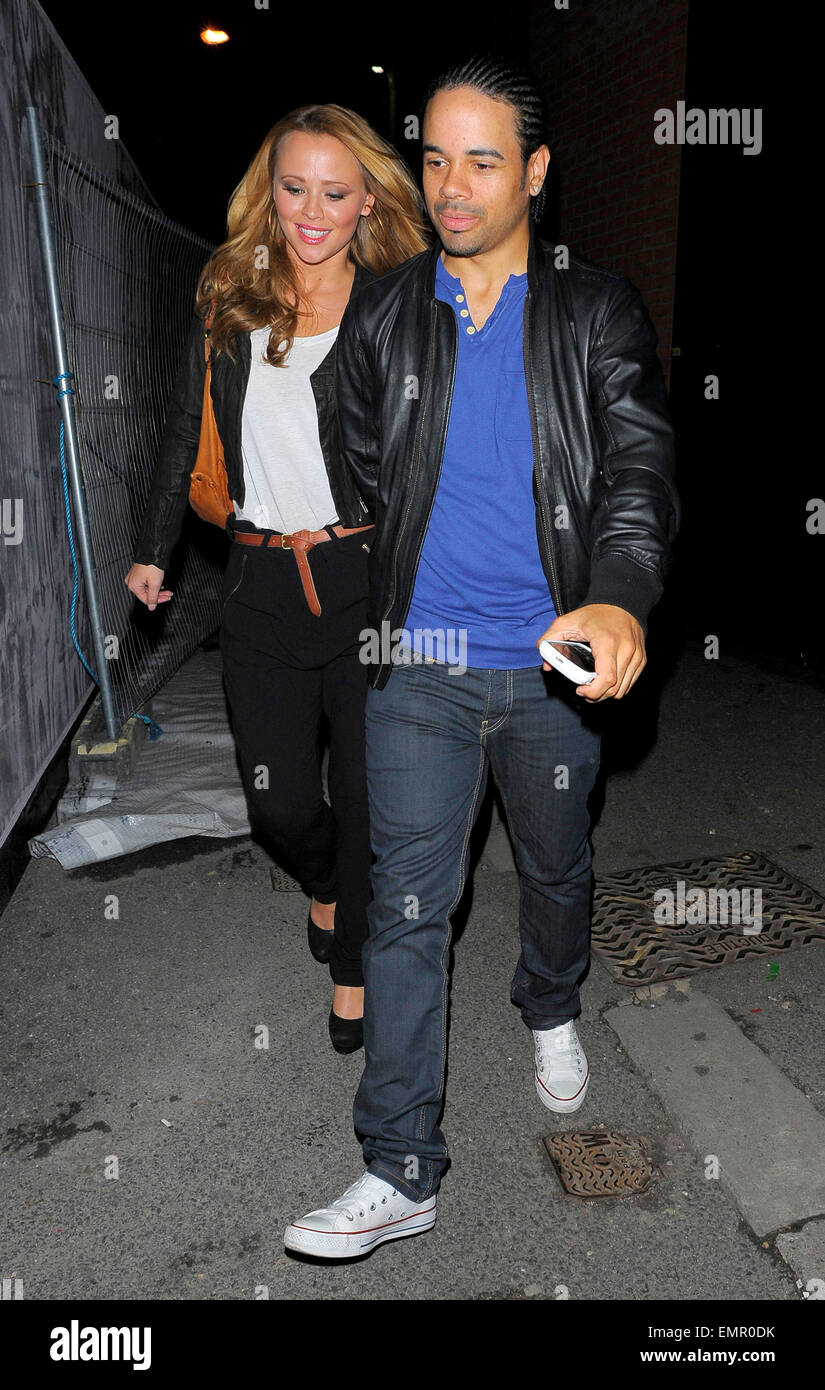 30.SEPTEMBER.2010. LONDON  KIMBERLEY WALSH AND BOYFRIEND JUSTIN SCOTT LEAVING THE HACKNEY EMPIRE AFTER GOING TO - Stock Image