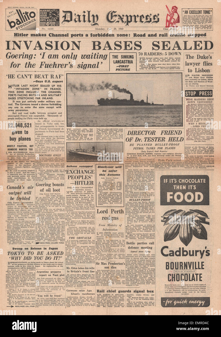 1940 front page Daily Express France divided between occupied unoccupied pictures of sinking of the Lancastria - Stock Image