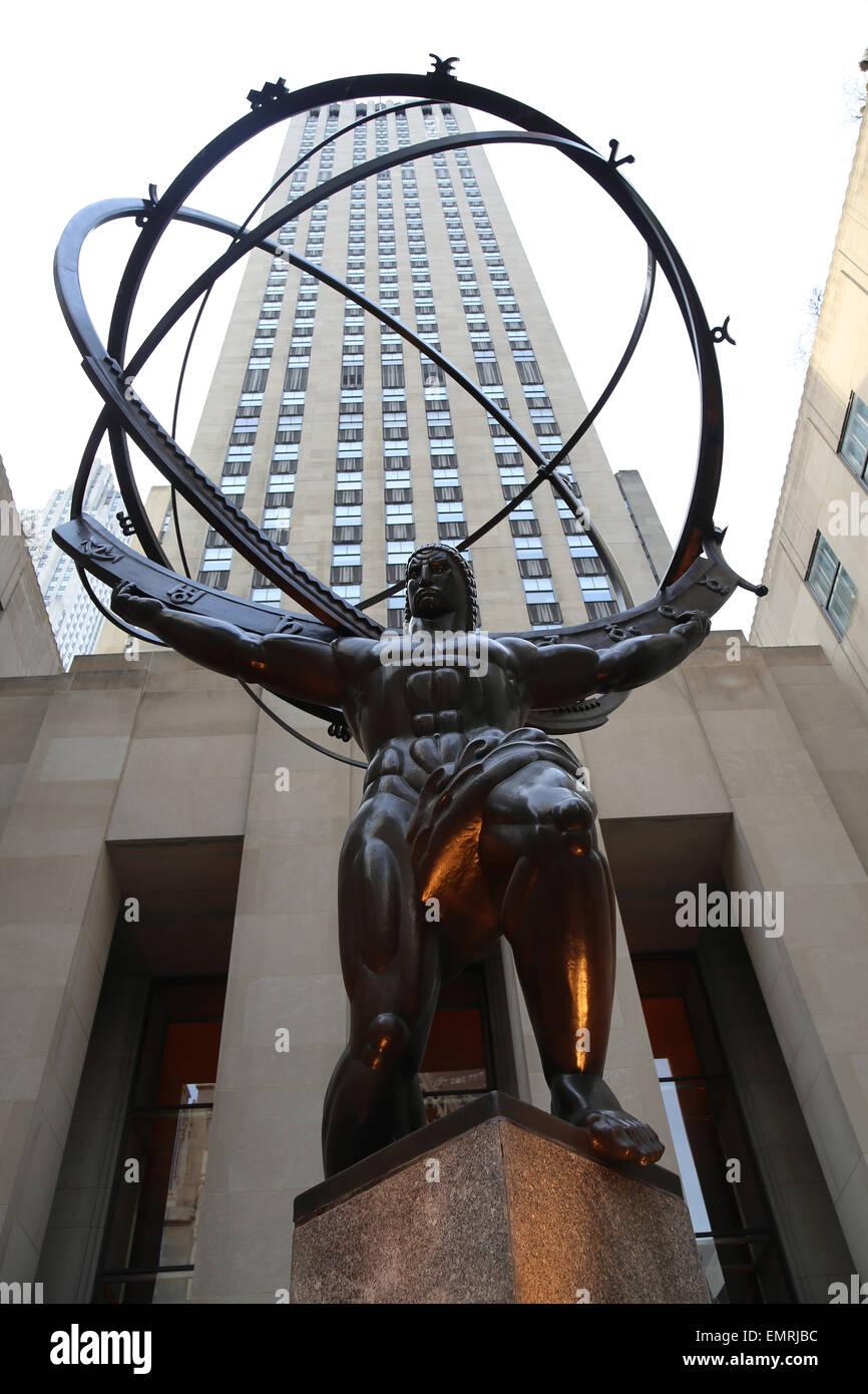 USA. New York City. Statue of Titan Atlas, by Lee Lawrie, 1937. Art Deco style. Rockefeller Center. 5th Avenue. - Stock Image