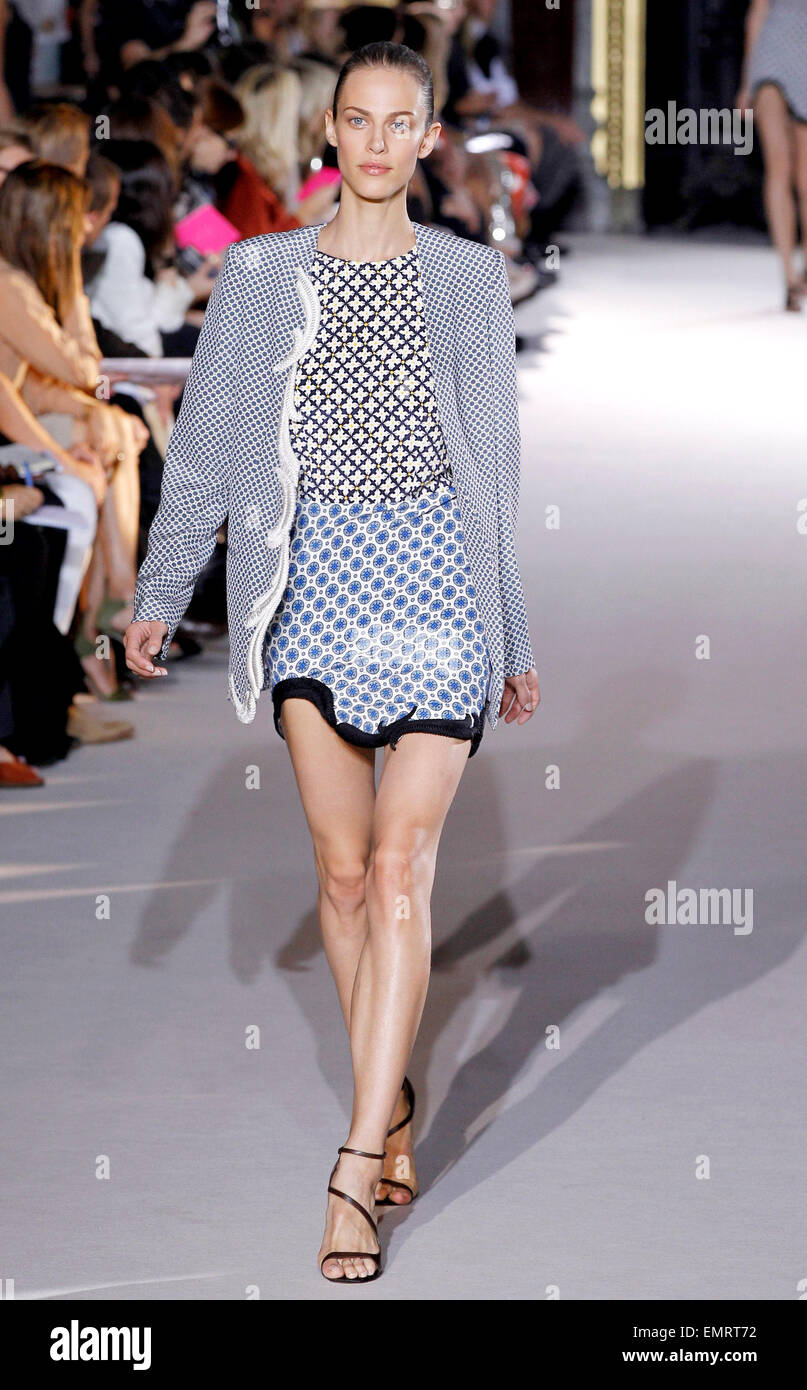 Fashion week Wear to what during october in paris for lady