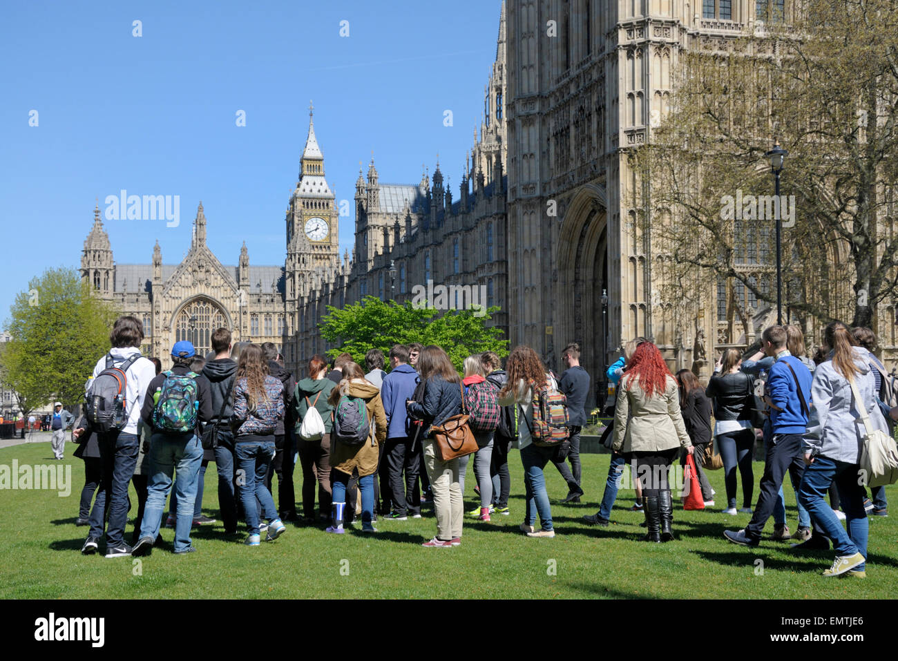London, England, UK. Foreign school trip to Westminster on College Green - Stock Image