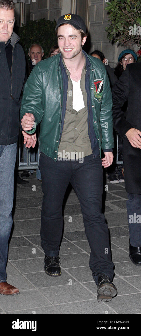 10.NOVEMBER.2009 - PARIS  BRITISH ACTOR ROBERT PATTINSON LEAVING HIS PARIS HOTEL AFTER ATTENDING THE FRENCH PREMIERE - Stock Image